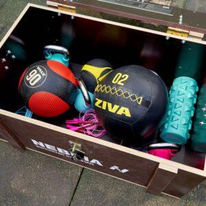 Box pre workout nadšencov skrýva pomôcky na cvičenie
